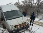 В Белогорском районе из-за гололёда феодосиец на микроавтобусе съехал в кювет (фото)