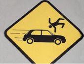 В столице Крыма водитель Volkswagen выехал на тротуар задним ходом и сбил пешехода