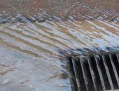 Вода у Полтавского рынка мешает феодосийцам
