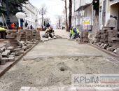 Подрядчик реконструкции центра столицы Крыма начал замену плитки на двух улицах