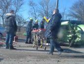 В Крыму близ Симферополя в результате ДТП женщина оказалась зажата в своём авто (фото):фоторепортаж