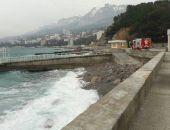 В Крыму продолжается поиск пропавшего рыбака с перевернувшейся у побережья Ялты лодки