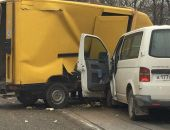 В Севастополе сегодня утром в ДТП столкнулись грузовик и микроавтобус (фото)