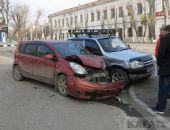 Спорное ДТП в Феодосии: на «Белом Бассейне» столкнулись две машины (фото) (видео) (обновлено)