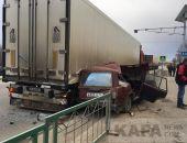 Авария в Старом Крыму: ВАЗ разбился о стоящую «фуру» (обновлено) (фото)
