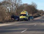 На трассе Феодосия-Симферополь автомобиль вылетел с дороги и врезался в дерево, водитель погиб