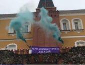 В Москве женщины с  дымовыми шашками устроили акцию у Кремлевской стены