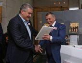 К трёхлетию воссоединения Крыма с Россией Константинов написал книгу о событиях «Крымской весны»