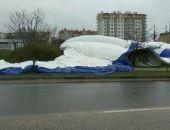 В Севастополе сдулся так и не начавший работать надувной каток (фото)