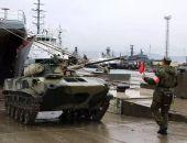 В Крыму на полигоне Опук в ходе учений из самолётов и кораблей десантируют людей и технику (фото)