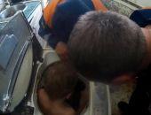 В Крыму спасатели МЧС освободили ребёнка, застрявшего в стиральной машине (фото)