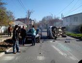 Сегодня в столице Крыма столкнулись два легковых авто (фото)