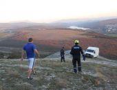 В Крыму спасатели сняли со скалы едва не упавший с обрыва автомобиль «ГАЗель» (фото)