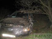 На дороге Курортное-Щебетовка автомобиль врезался в столб, двое пострадавших (фото):фоторепортаж