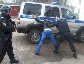 Пьяный крымчанин угрожал водителю муляжом пистолета (фото)