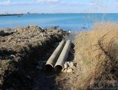 Власти Крыма отключили от канализации более 500 зданий на побережье за сброс нечистот в море