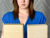 После неудачной пластической операции грудь женщины стала квадратной (фото)