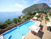 Крымские отели с услугой «все включено» почти в четыре раза дороже турецких