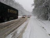 Из-за снегопада в Крыму спасатели помогали туристам в горах и водителям на автодорогах:фоторепортаж