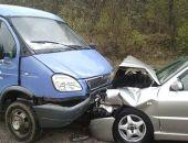 В Крыму на трассе Судак – Грушевка «лоб-в-лоб» столкнулись легковушка и ГАЗель (фото)