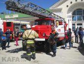 В Феодосии сегодня прошел парад пожарно-спасательной техники
