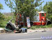 В Керчи в ДТП столкнулись пожарное авто и ВАЗ, водитель легковушки погиб (фото)