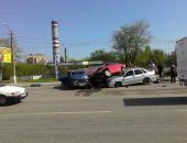 В столице Крыма сегодня в ДТП столкнулись три легковых авто (фото)