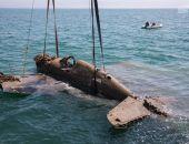 Строители Крымского моста помогли поднять со дна моря самолёт времён ВОВ (фото):фоторепортаж