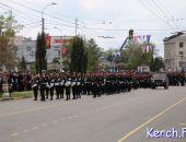 В Керчи прошел военный парад в честь Дня Победы и шествие «Бессмертного полка» (фото)