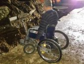 В Саках инвалид-колясочник упал в неогороженную траншею (фото)