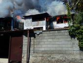 В Крыму сегодня сгорел дом в частном секторе в Гурзуфе, две семьи остались без крыши над головой
