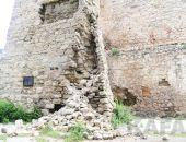Часть стены башни Константина все-таки обвалилась:фоторепортаж