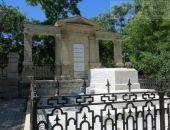 В Феодосии продолжаются работы в сквере у могилы Айвазовского