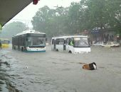 В столице Крыма сотрудники МЧС спасали пассажиров подтопленного троллейбуса