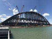Строители завершили сборку железнодорожной арки Крымского моста (фото)