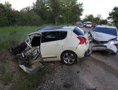 На трассе Симферополь – Феодосия лоб-в-лоб столкнулись легковое авто и «фура», водитель погибла (фото, видео)