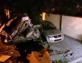 В столице Крыма сегодня ночью легковушка разбилась о стену, 4 человека тяжело травмированы (фото)