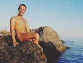 Обнаженный Алексей Панин сфотографировался на нудистском пляже в Крыму