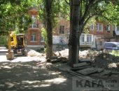 В Феодосии во дворе дома на ул. Назукина идет замена водовода:фоторепортаж