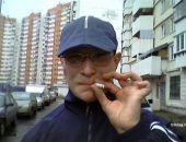 В России предложили запретить курение у подъездов