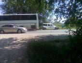 В Крыму на трассе Феодосия – Симферополь легковушка протаранила припаркованный микроавтобус (фото)