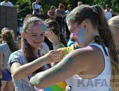 На феодосийском пляже прошел фестиваль красок (видео)