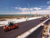 Крымский мост начали асфальтировать (фото):фоторепортаж