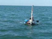 Пограничники задержали узбека, который плыл в Крым на самодельном плоту (фото)