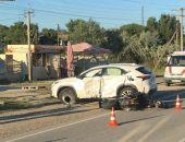 В Крыму на трассе Феодосия – Симферополь мотоциклист разбился о внедорожник (фото)