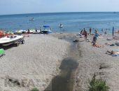 В Коктебеле купаться опасно: море превратилось в сливную яму