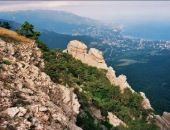 Сотрудники «Крым-Спас» эвакуировали с опасного участка горы Аю-Даг четырёх заблудившихся туристов