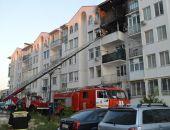 В Севастополе произошел пожар в 5-этажке, спасатели МЧС эвакуировали женщину и двух детей (фото)