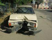 В Феодосии пьяный водитель врезался в тополь:фоторепортаж