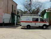Вчера во время непогоды сорвало часть крыши на двухэтажном доме во Владиславовке